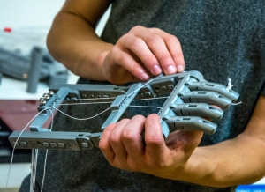 robot-hand2-3977LOW